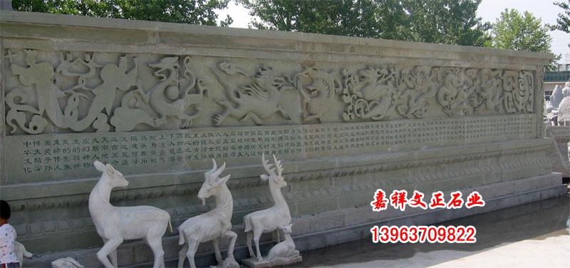 嘉祥石雕渊源流长。被称为世界文化艺术瑰宝的武氏墓群石刻,和中国最早的汉代石狮无疑标示着嘉祥石雕的悠久历史。嘉祥石雕以当地盛产的天青石为主原料,辅以大理石、汉白玉等名石珍玉,选取料考究,做工精细,规格不一,品种繁多。主要以雕刻龙亭龙柱、琼楼玉阁、飞禽走兽、人物花草及仿古器皿为擅长,有圆雕、线雕、浮雕、平雕四类之分,既有古老艺术的魅力,又有典雅明快的现代艺术风格,在海内外享有巧夺天工、石破天惊之盛誉。