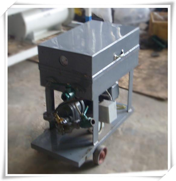 板框式滤油机主要结构形式:  本机是由齿轮泵,滤清器,回流阀,放液水