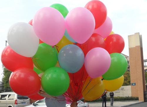 气球蝴蝶结造型步骤图片