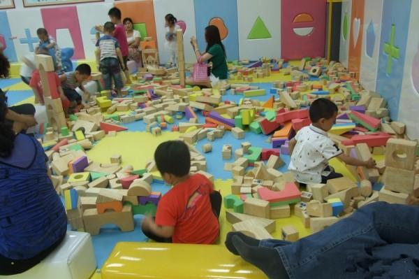 首页 产品库 >>室内游乐场淘气堡  品名    :室内儿童乐园,淘气堡
