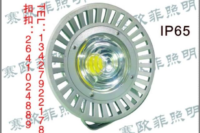 LED防眩投光灯 一,适用场所 本公司为满足应用于电力,石化,工厂,矿山,车间等的泛光照明需求,研制开发生产的LED防眩投光灯,可作不同角度范围的照明。 性能特点 机械性能:LED防眩投光灯外壳采用优质的铝合金材料压铸成型,表面高温静电喷塑,具有很强的防腐能力及抗冲击性能,确保在各种恶劣的环境中使用。 结构性能:LED防眩投光灯灯具采用风扇形的结构设计,优化了散热结构,大大增加了散热面积和提高了散热速度,有效降低了灯体温度,提高了灯具的使用寿命。人性化的外观设计,操作简单。灯具耐冲击,防水,防尘。 防眩光