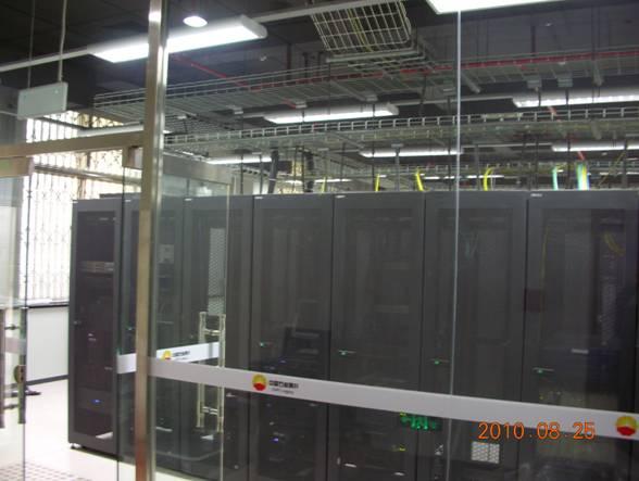 机房工程是智能建筑的一部分,也是建筑安装工程的一个分支。因此既有建筑安装工程的一般共性,也有其特性;既执行建筑行业相关的标准、规范,也有本行业独有的标准、规范。计算机机房是一间综合性很强的科学技术和系统工程。现代数据机房涵盖接地系统、电气系统、照明系统、应急系统、机房空调系统、送排风系统、设备集中监控系统、KVM管理系统、自动灭火系统、语音多媒体系统、综合布线系统等。 济南科风智能机房工程有限公司总部在济南,电联:(一三八零六四一二二二九)青岛设有工程办事处,电联:(一八六六九七一三六八零)专业从事计算机