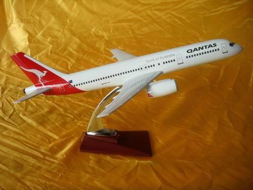 性能:本产品纯属手工制作的树脂工艺礼品,供摆设的静态飞机模型.