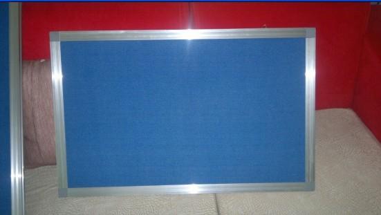 软木板边框有pvc木纹框,实木框,铝合金框,不锈钢框等可供选择,有多