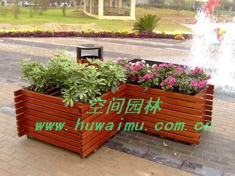 3,实木花盆透气性好,不积水,不易损坏,比塑料花盆更利于树木
