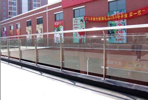不锈钢玻璃栏杆,不锈钢楼梯栏杆,不锈钢阳台栏杆高清图片 高清大图