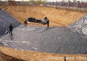 首页 商机库 >>养殖场污水处理池黑膜防渗粪便池防漏材料  养猪场沼气