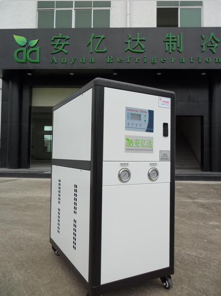 油压机中水冷却器内部结构