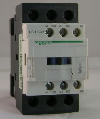 上图为采用按钮和接触器双重互锁的电动机正,反两方向运行的控制电路.