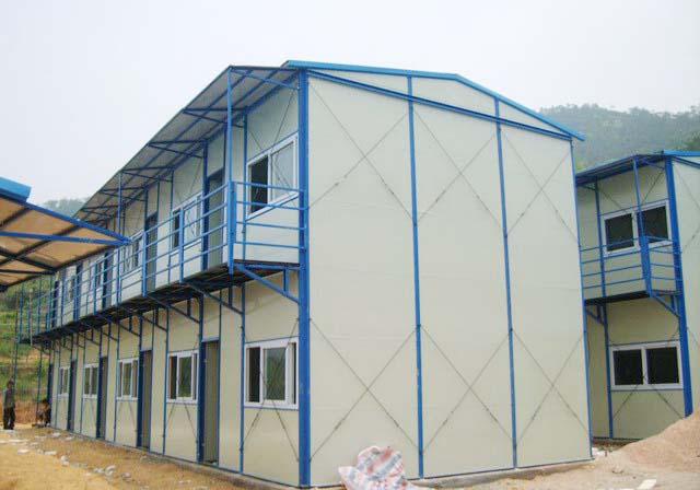 轻钢结构均进行过镀锌,喷漆等防腐处理,正常使用寿命可达10年以上.