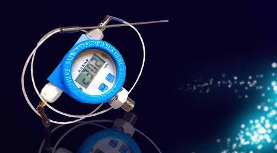 一、概述 本公司生产的AE320-P系列压力变送器采用具有国际先进水平的扩散硅和陶瓷压力传感器,与高品质的集成电路经严格的工艺过程装配而成,它具有抗过载,抗冲击,高精度和较好的稳定性,高品质、低价位,能适应各种工业应用的特点,是精密机械加工、温度补偿和模拟信号处理技术的结晶,主体电路工艺材料先进,密封固化与外部完全隔离,能满足防潮、防水、防爆、防腐、防尘等恶劣工况的要求。 该表具有多种型号,能与多种材料相连接,用于测量不沉淀的液体的压力,是设备配套、工厂自动化控制和实验室压力测控的理想产品。 二、特点 &
