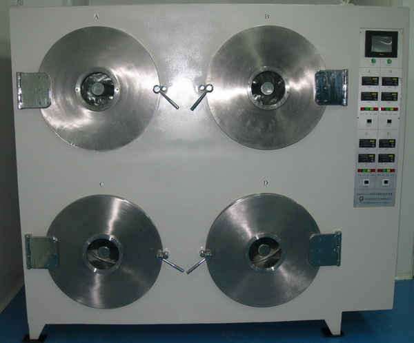 电池级片专用真空干燥箱(四门圆筒全自动型) 技术参数: 1、 电源:三相四线380V,50HZ; 2、 总功率:22.0 KW; 3、 内腔尺寸:(600×750 mm)×4,内腔材质为304全不锈钢; 4、 轴芯尺寸:(72×750 mm)×4,轴芯材质为304全不锈钢; 5、 外形尺寸:高1900×宽2200×深1000mm; 6、 重量:约1200kg; 7、 真空度:-0.