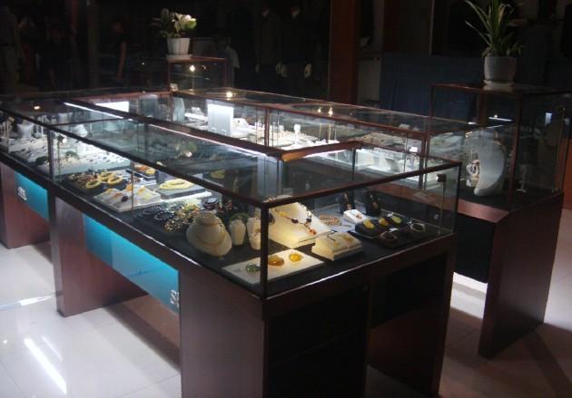 钟表展柜 - 隆城(香港国际)展示设计制作有限公司