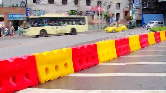 深圳铁马铁护栏,郴州防撞桶