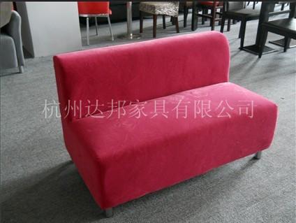 卡座沙发按形状主要分为:单面卡座沙发,双面卡座沙发,半圆形卡座